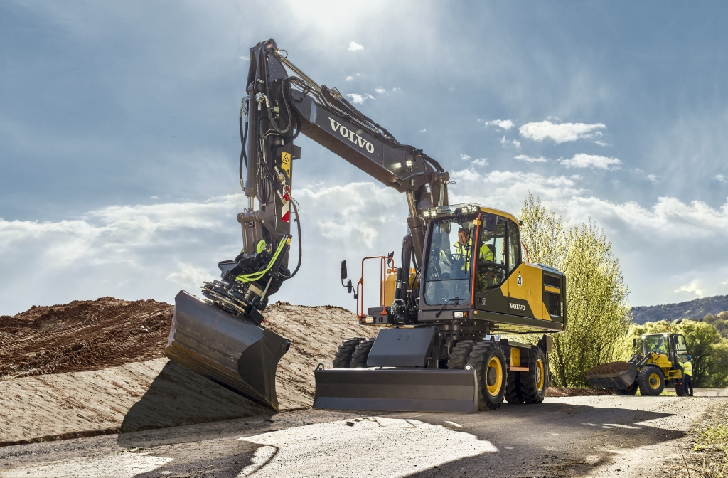 Volvo EW180E with Tiltrotator Attachment